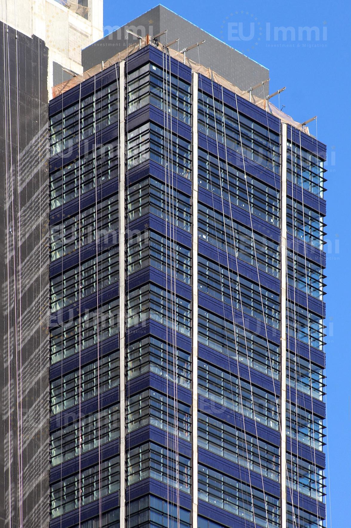 Mặt tiền bằng kính và gạch xanh của Quảng trường One Willoughby (Ảnh Michael Young)