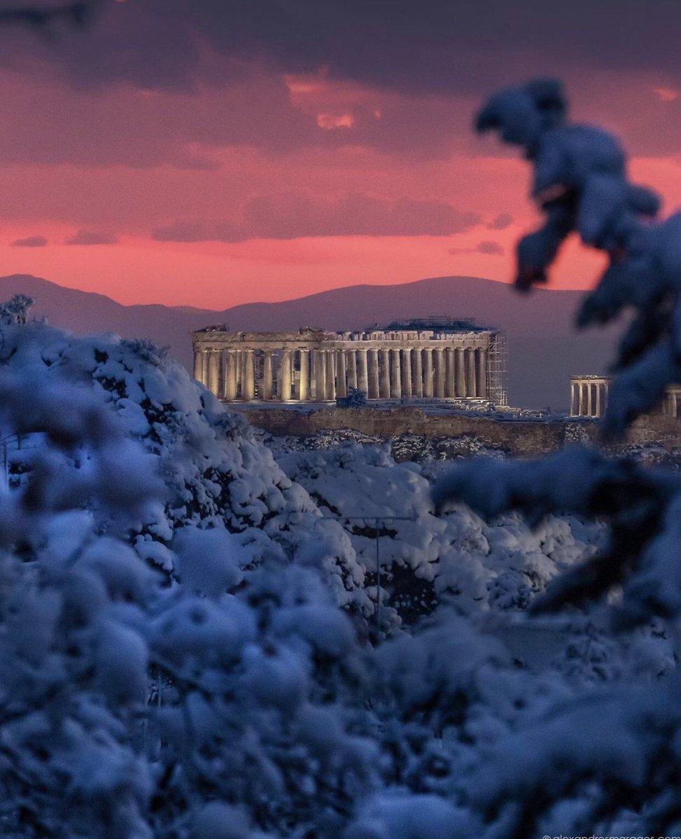 Thành cổ Acropolis đầy lãng mạn dưới ánh hoàng hôn