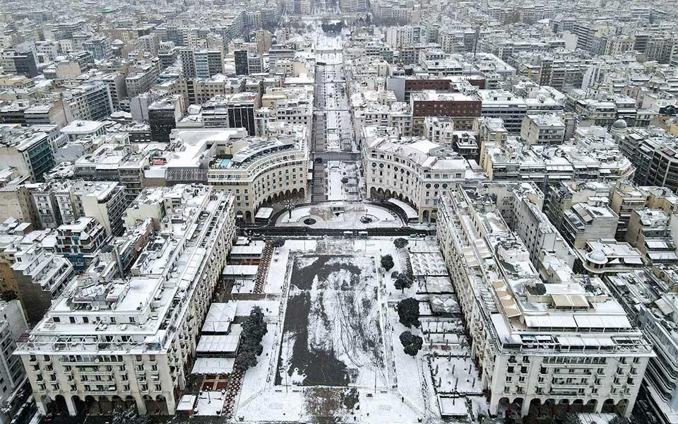 Thành phố Thessaloniki – thành phố lớn thứ 2 Hy Lạp cũng được bao phủ trong làn tuyết trắng huyền bí.