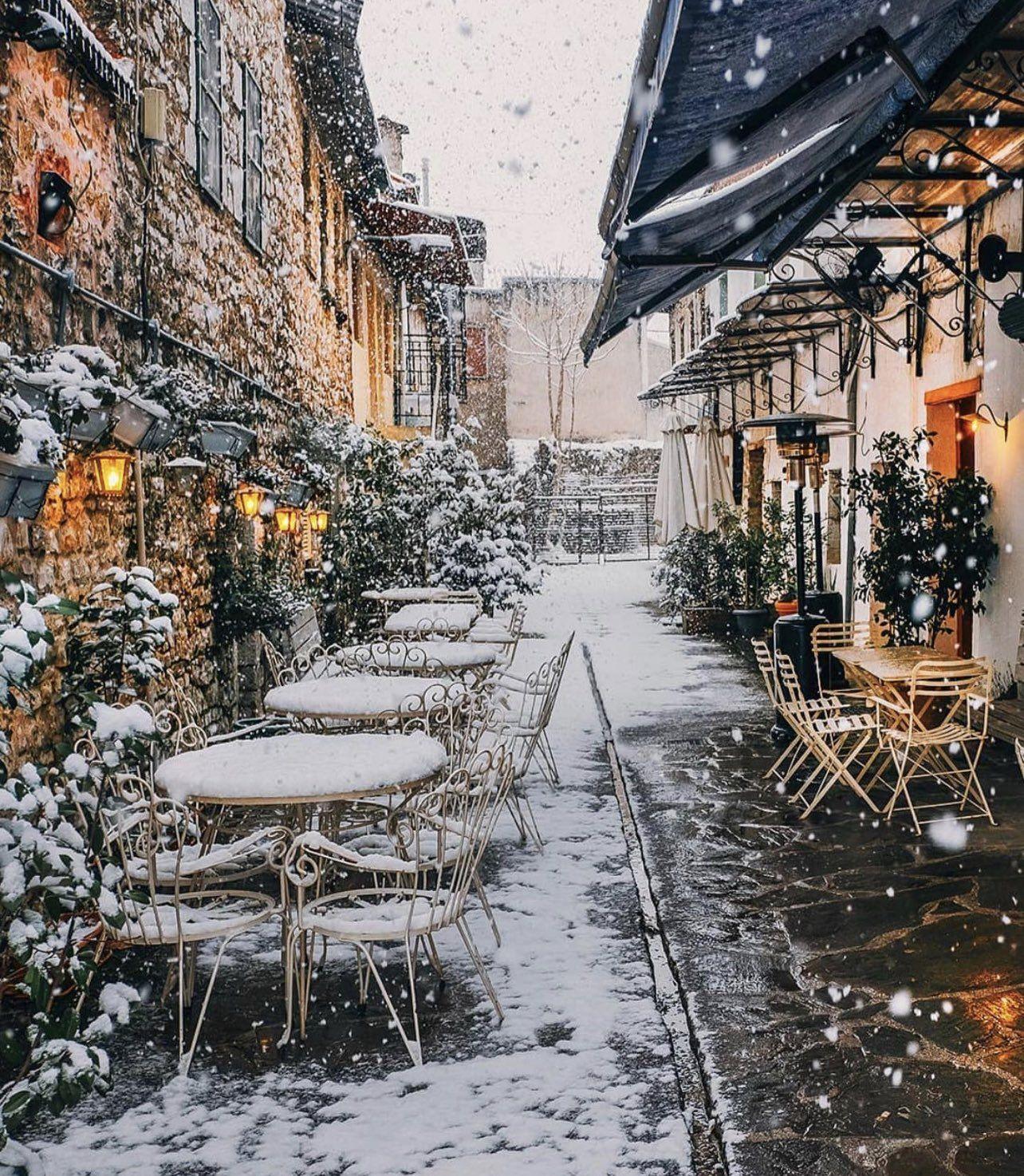 """1 góc rất """"chill"""" của thành phố Ioannina – một trong những thiên đường trên cạn tuyệt đẹp ở Hy Lạp."""